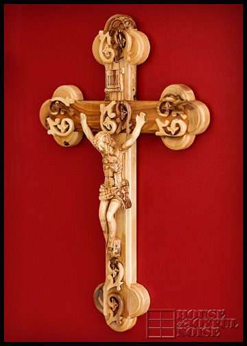 wall-wooden-crucifix