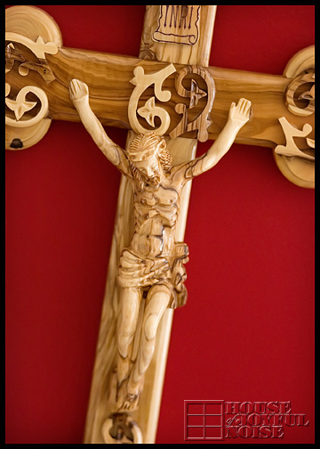 wall-wooden-crucifix_2