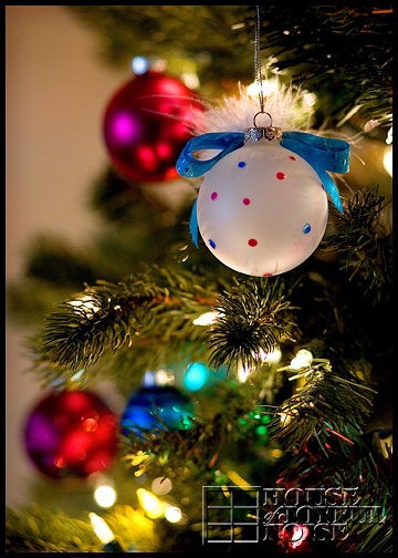 9_Christmas-tree-ornaments-lights