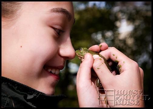 eskimo-kisses-with-bullfrog