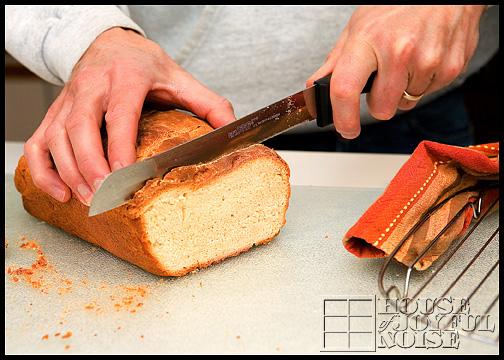 14_slicing-homemade-bread