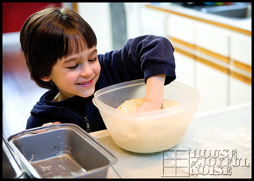 4_photos-of-making-homemade-bread