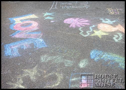 15_kids-sidewalk-chalk-art