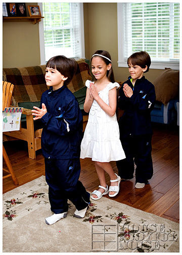 7_catholic-kids-pretend-first-holy-communion