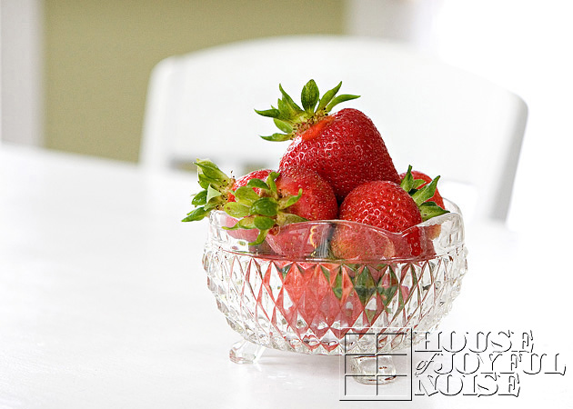 07_bowl-of-strawberries