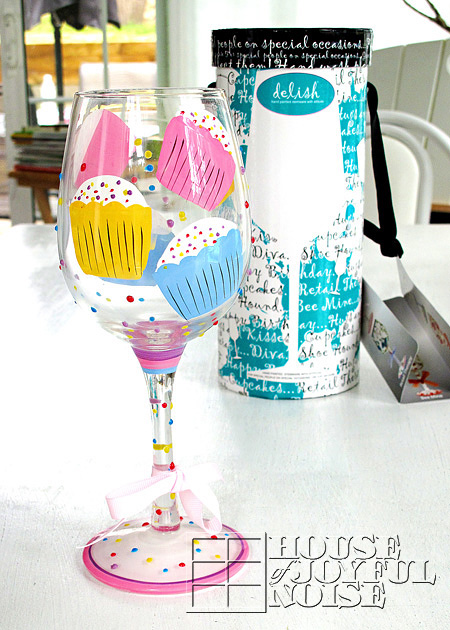 03handpainted-cupcakes-wineglass