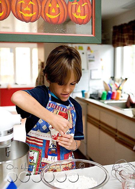 homeschooling-kids-in-the-kitchen-2
