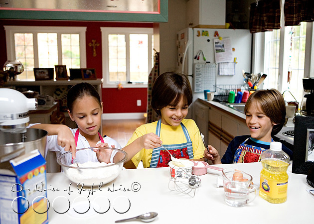 homeschooling-kids-in-the-kitchen-3
