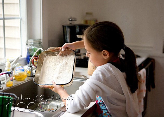 homeschooling-kids-in-the-kitchen