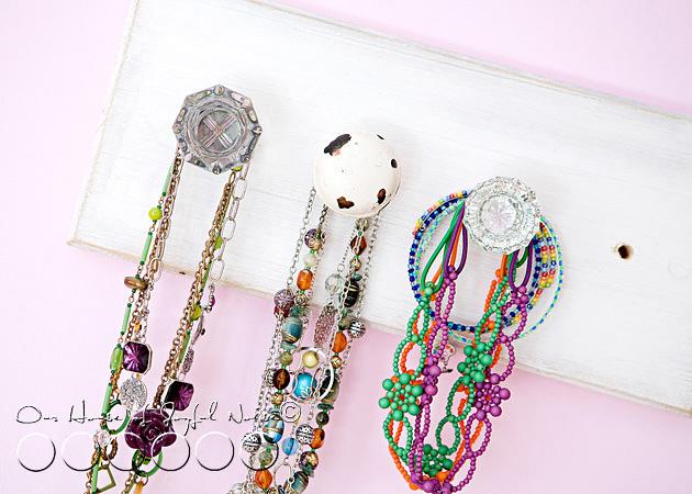 old-doorknobs-jewelry-organizer-holder-3