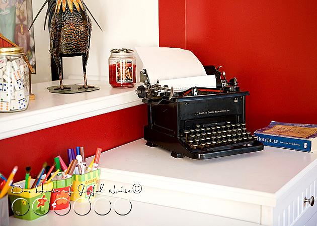002_antique-typewriter