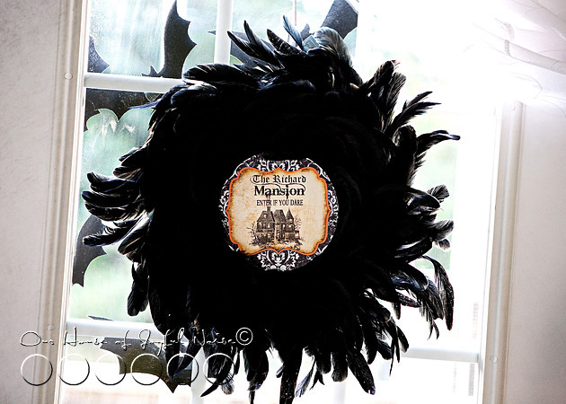08_halloween-indoor-wreath-decor
