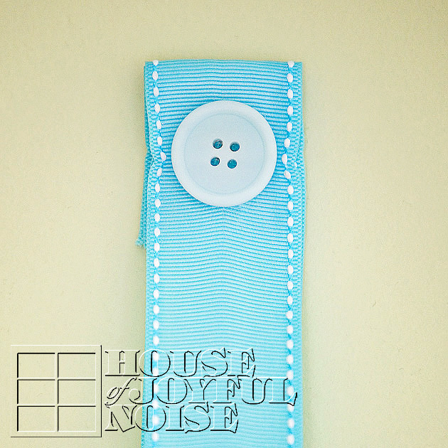 013_button-ribbon-hanger
