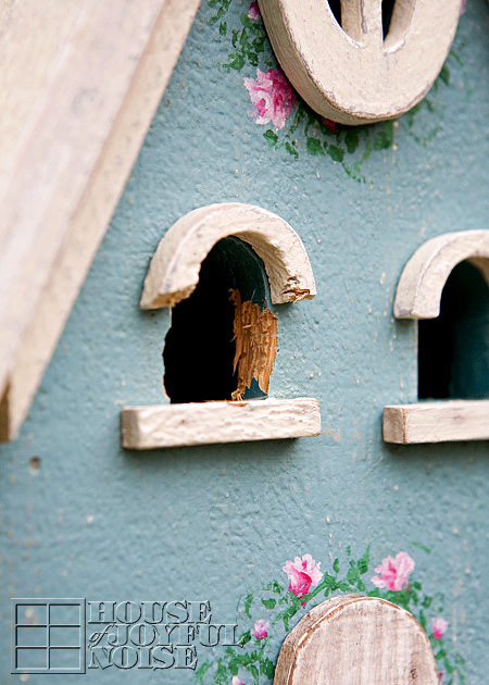004_birdhouse-woodpecker-damage