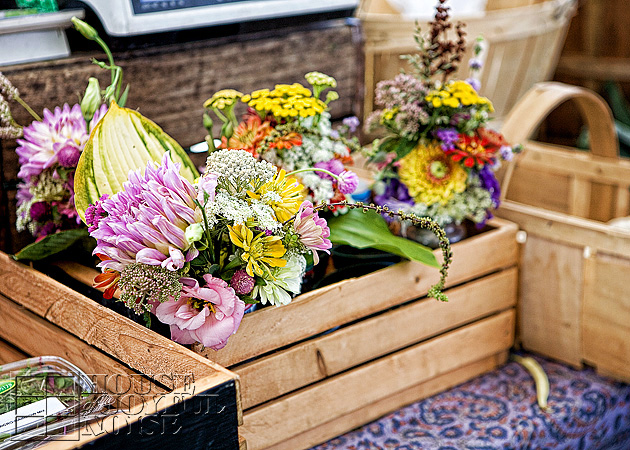 006_fresh-flowers-crates
