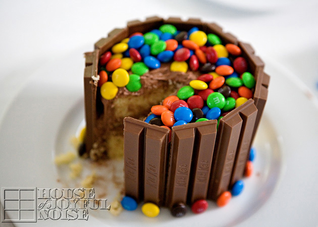 010_kit-kat-m-and-m-cake