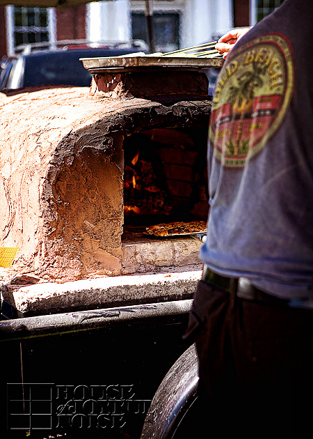 012_clay-oven-fired-pizza