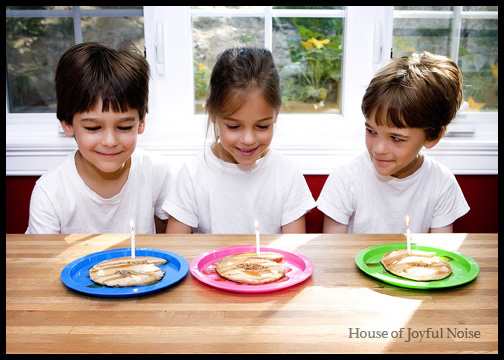 6-year-old-triplets-with-birthday-pancakes