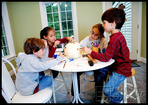 kids-painting-pumpkins