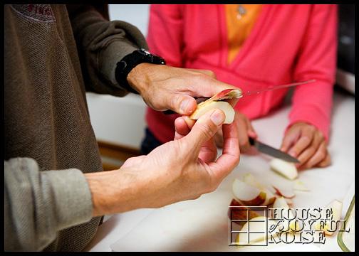 16_peeling-apples