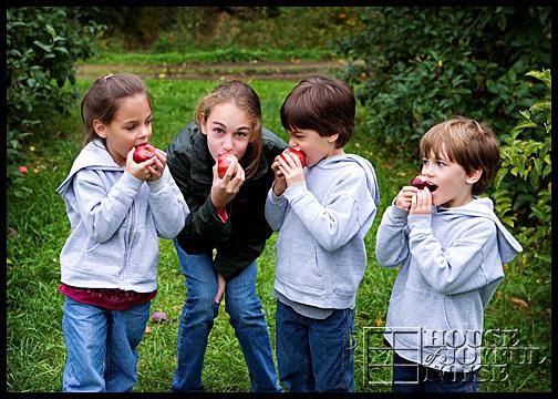 8_4-kids-biting-apples