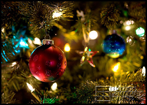 7_Christmas-tree-ornaments-lights