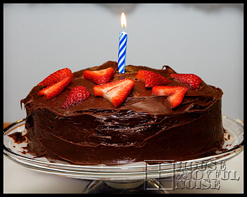 chocolate-strawberries-cake-with-candle