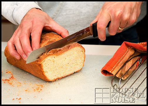 14_slicing-homemade-bread