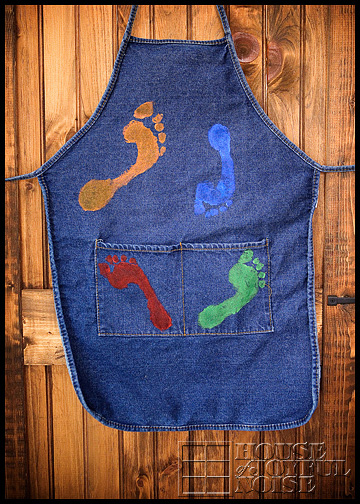 footprint-apron-homemade-gifts-from-kids