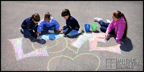 16_kids-sidewalk-chalk-art-love