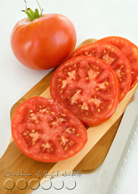 sliced tomatos