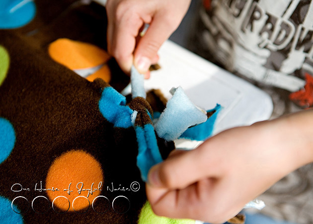 no-sew-double-sided-fleece-blanket-tutorial-6