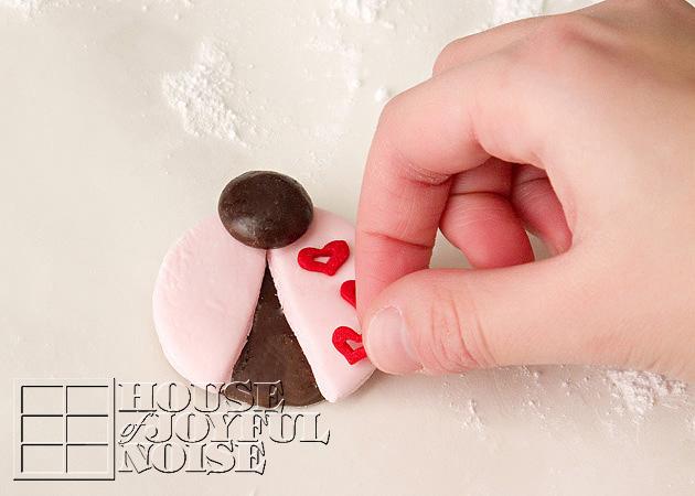 valentine-ladybug-cookies-10