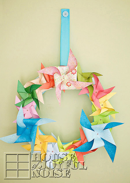 012_pinwheel-wreath-decor