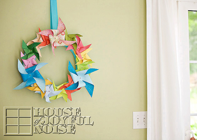 018_pinwheel-wreath-decor