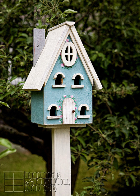 005_birdhouse-woodpecker-damage