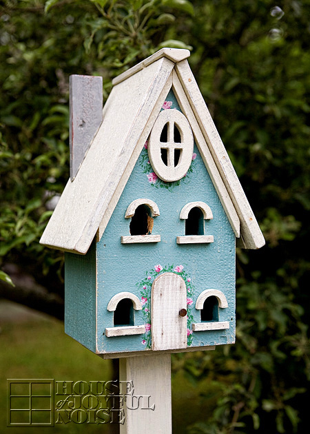 006_birdhouse-woodpecker-damage