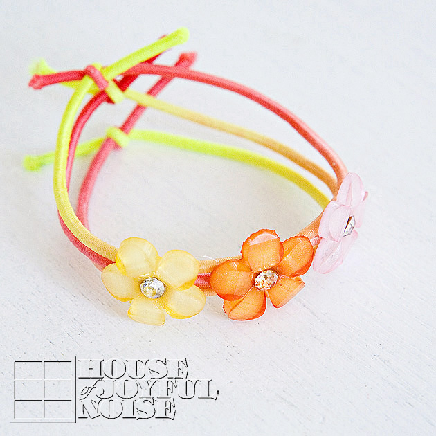 little-girls-stretch-jewelry-craft-tutorial-3