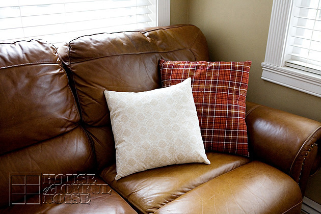 throw pillows on leatrher couch
